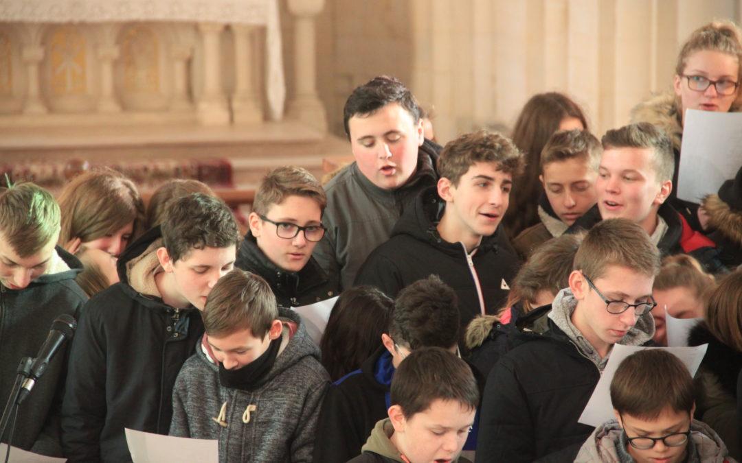 Les élèves guidés en musique par une bonne étoile