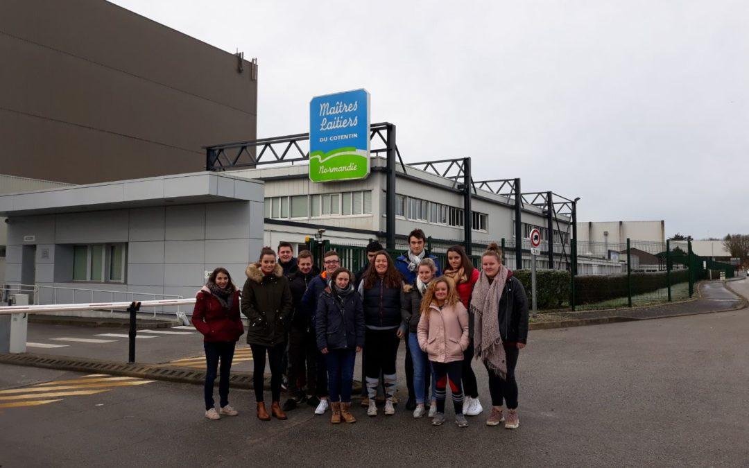 Les élèves de terminale CGEA en visite au Maîtres Laitiers du Cotentin