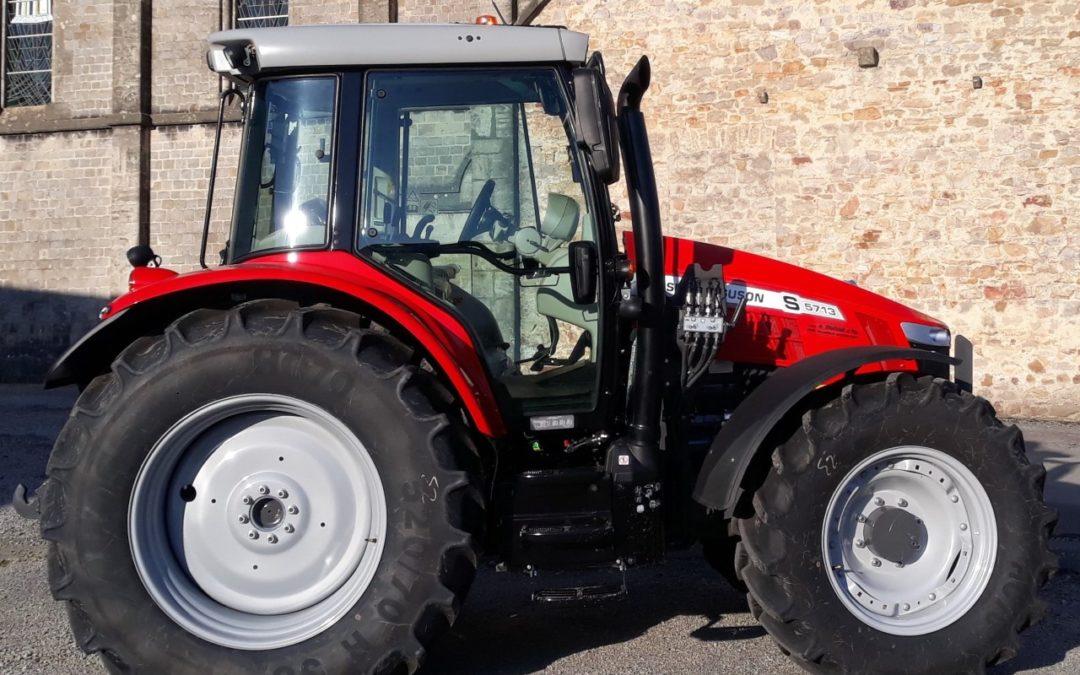 Nouveau tracteur à l'atelier